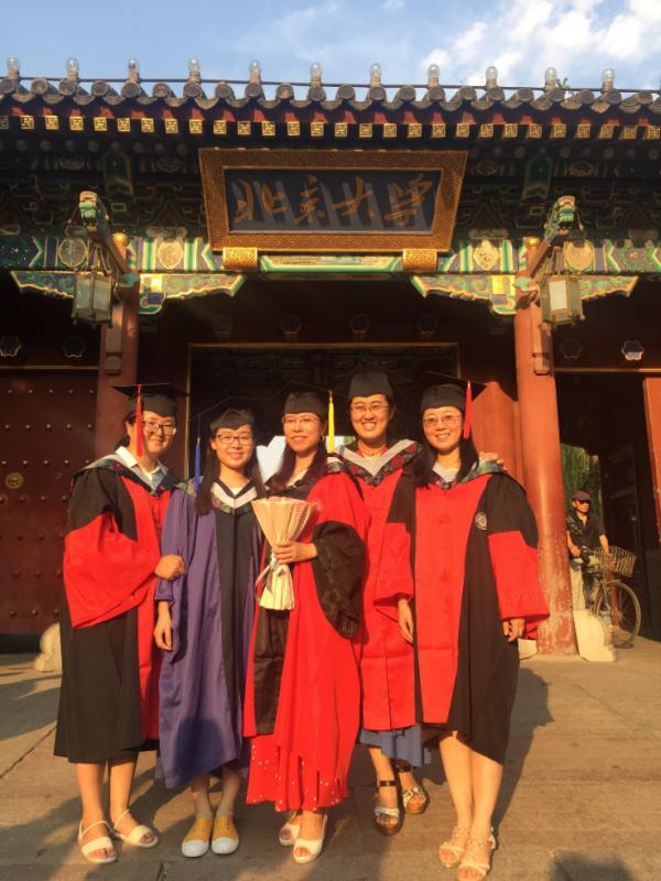 2017年7月,小组1名博士后出站、2名博士、1名硕士毕业(2)